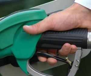 Carburants: un rapport relance l'idée d'une taxe carbone élargie