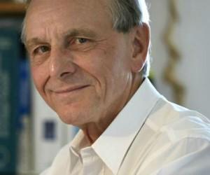 La robotique va révolutionner la médecine selon Axel Kahn
