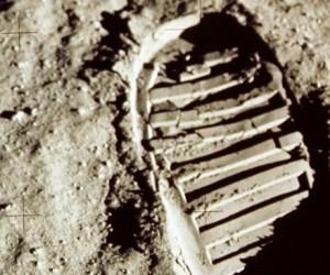 Le patron d'Amazon dévoile un projet d'alunisseur pour retourner sur la Lune d'ici 2024