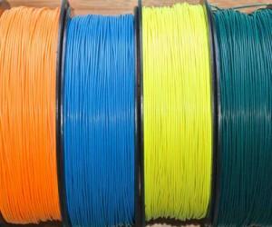 Des filaments d'impression 3D multimatériaux avec électronique embarquée
