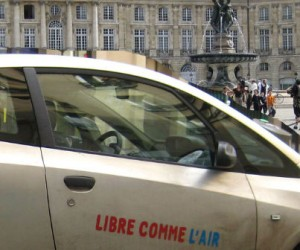 Paris lance un nouveau service d'autopartage électrique et thermique