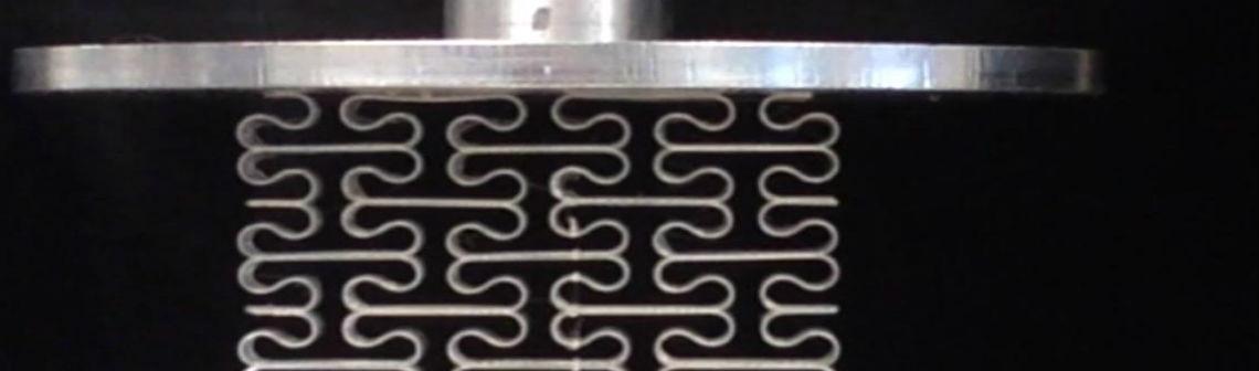 Stocker de l'énergie mécanique grâce aux matériaux auxétiques