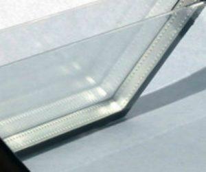 Un procédé permet de plier le verre en angle droit