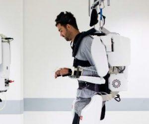Une neuroprothèse et de l'IA pour améliorer la mobilité