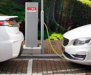 Véhicules électriques : l'UE est loin de l'objectif du million de bornes de recharge déployées d'ici à 2025