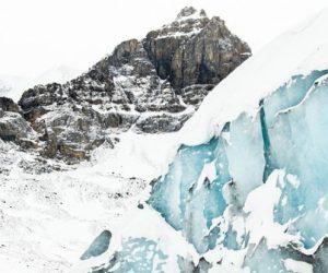 Islande: un bus géant qui chevauche les glaciers menacés