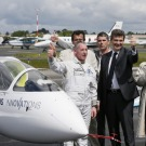 Analogie énergétique entre l'avion prototype e-fan d'Airbus Group et une voiture électrique citadine