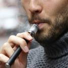 La cigarette électronique se dote de normes en France, une première mondiale