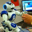 Un robot humanoïde capable de transmettre des connaissances entre les équipages de stations spatiales