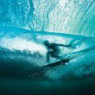 Connaître la température de l'eau grâce aux surfeurs
