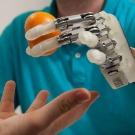 Retrouver-le-sens-du-toucher-grace-a-une-main-artificielle